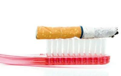 Курение как причина потемнение эмали и десен
